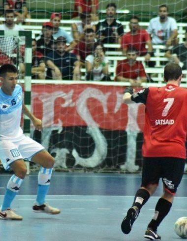 Futsal - Arrancó con el pie izquierdo - La Comu de Racing Club
