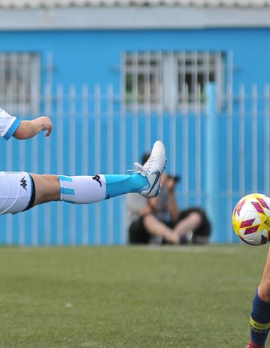 Fútbol femenino - A levantar cabeza - La Comu de Racing Club